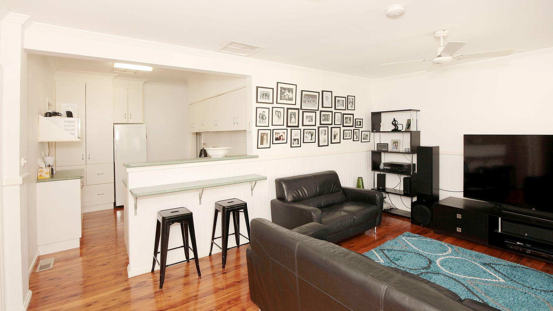 8 Stanley Street, Kooringal NSW 2650, Image 2
