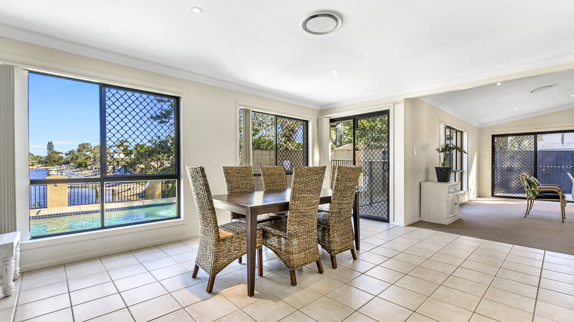 68 T E Peters Drive, Broadbeach Waters QLD 4218, Image 2