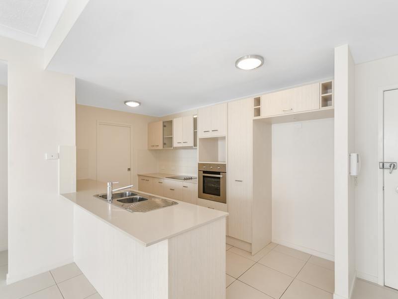 29/28 Landsborough Street, North Ward QLD 4810, Image 1
