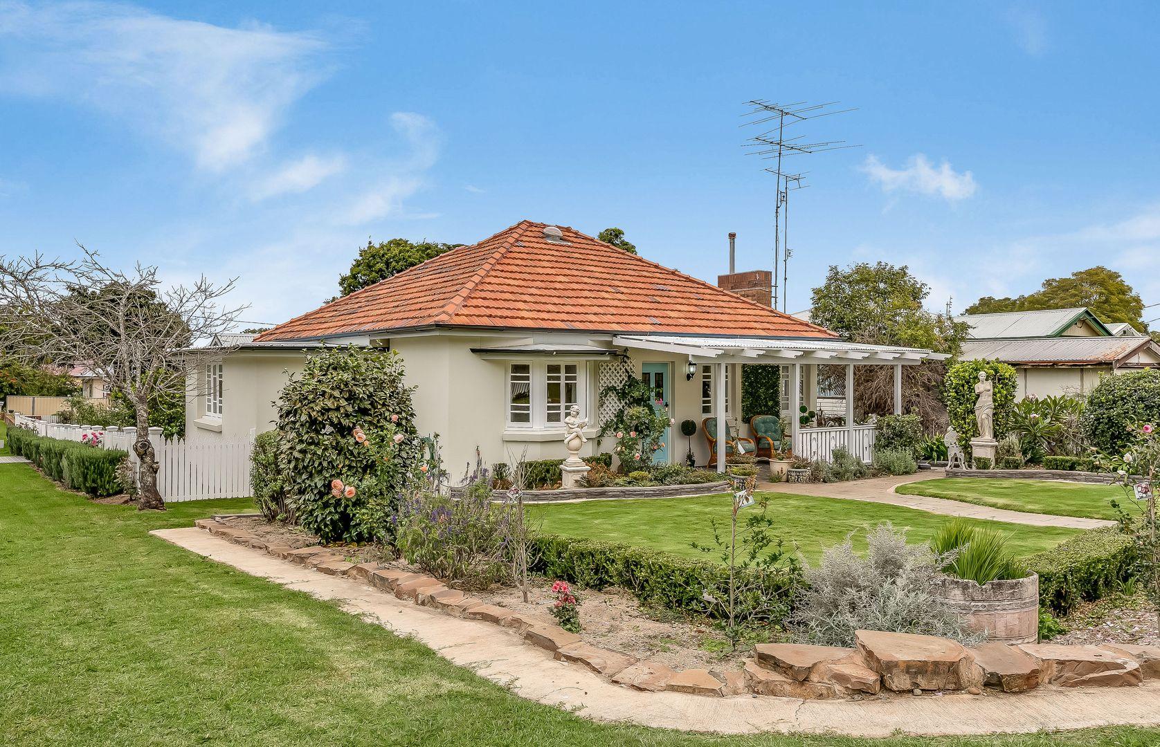16 Rhyde Street, Mount Lofty QLD 4350, Image 0