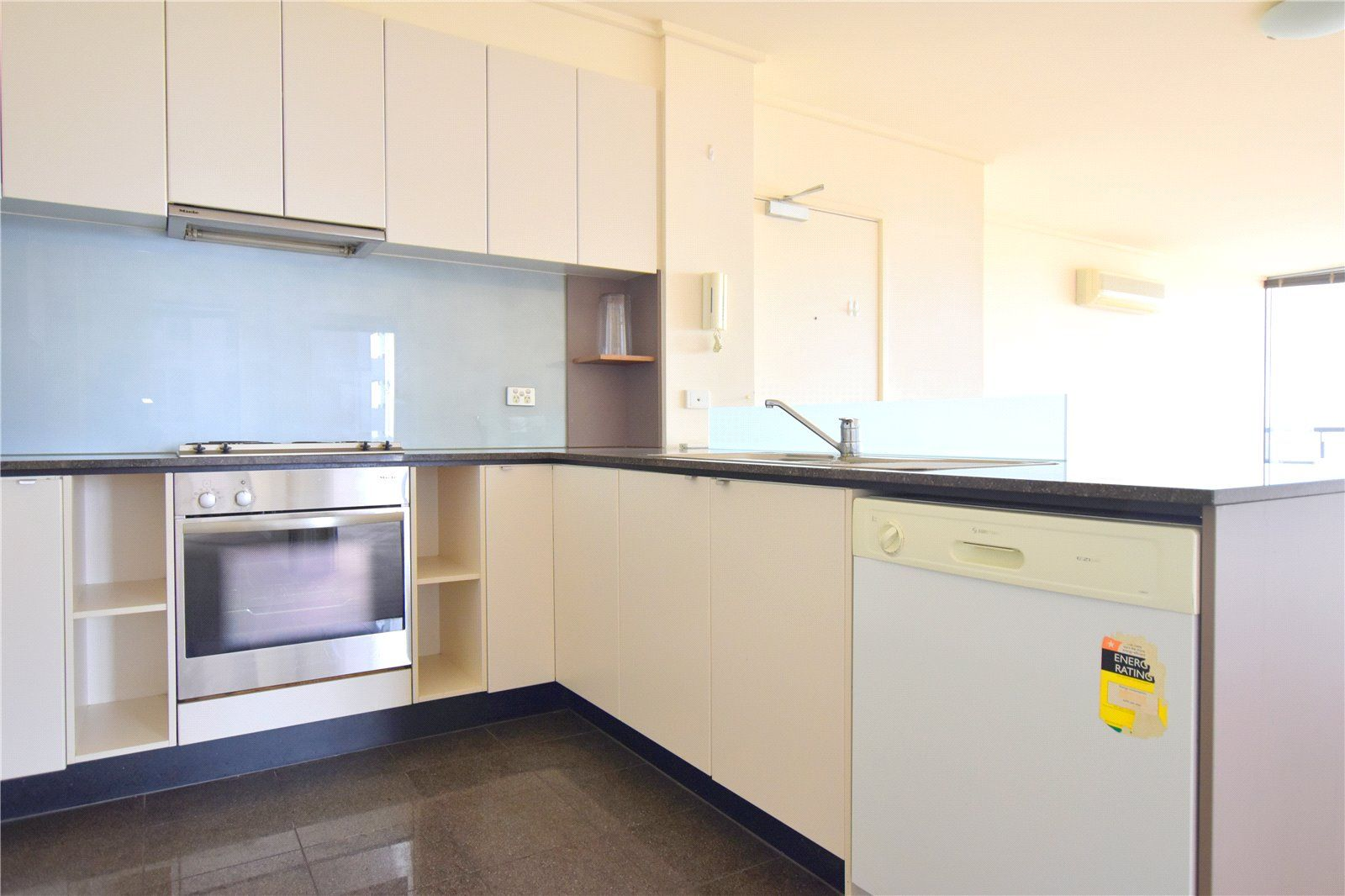141/100 Kavanagh Street, Southbank VIC 3006, Image 2