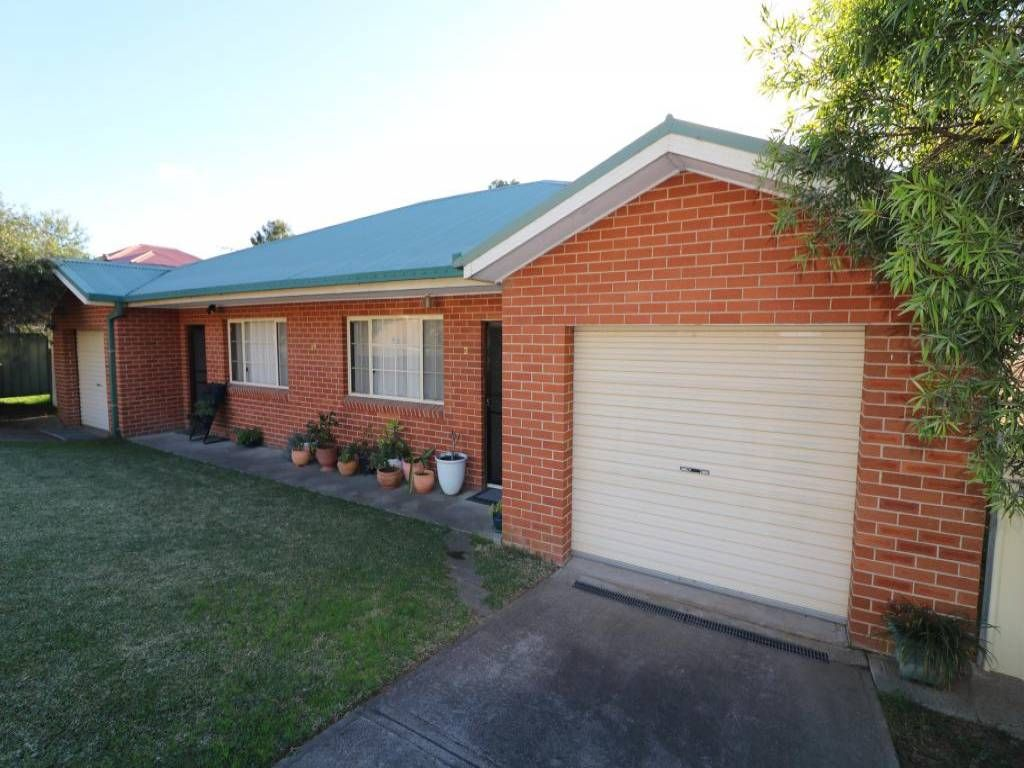 1 & 2/18 Peppermint Road, Muswellbrook NSW 2333, Image 0