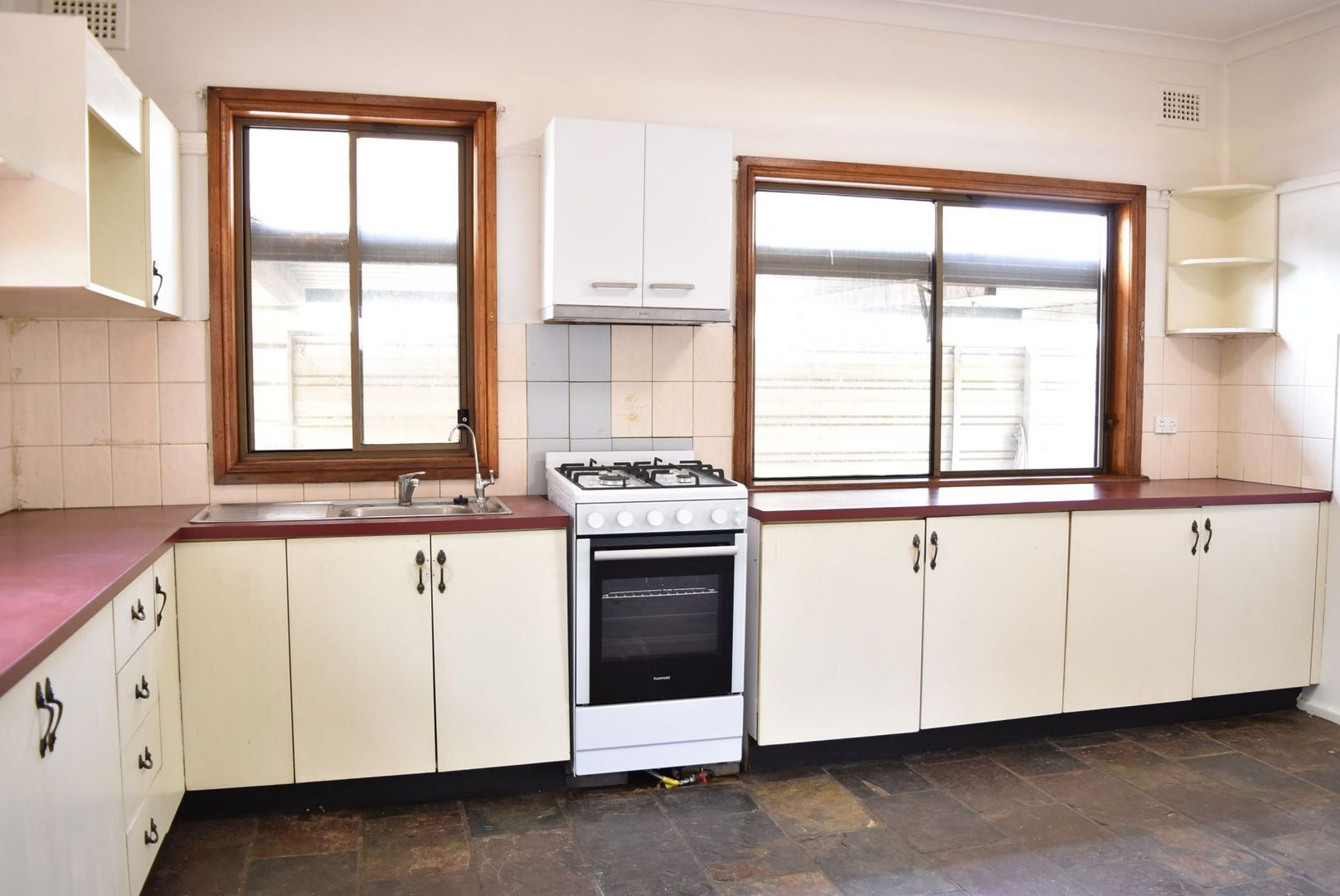 8 Markham Avenue, Penrith NSW 2750, Image 0