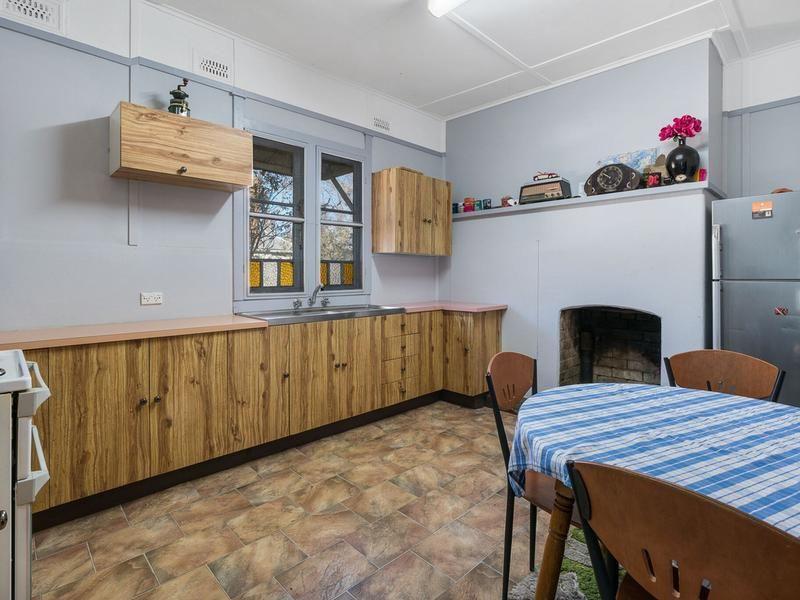 8 Shadforth Street, Molong NSW 2866, Image 2