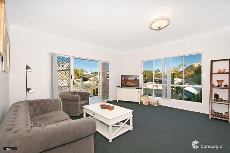 32 Petrel Ave, Mermaid Beach QLD 4218, Image 2