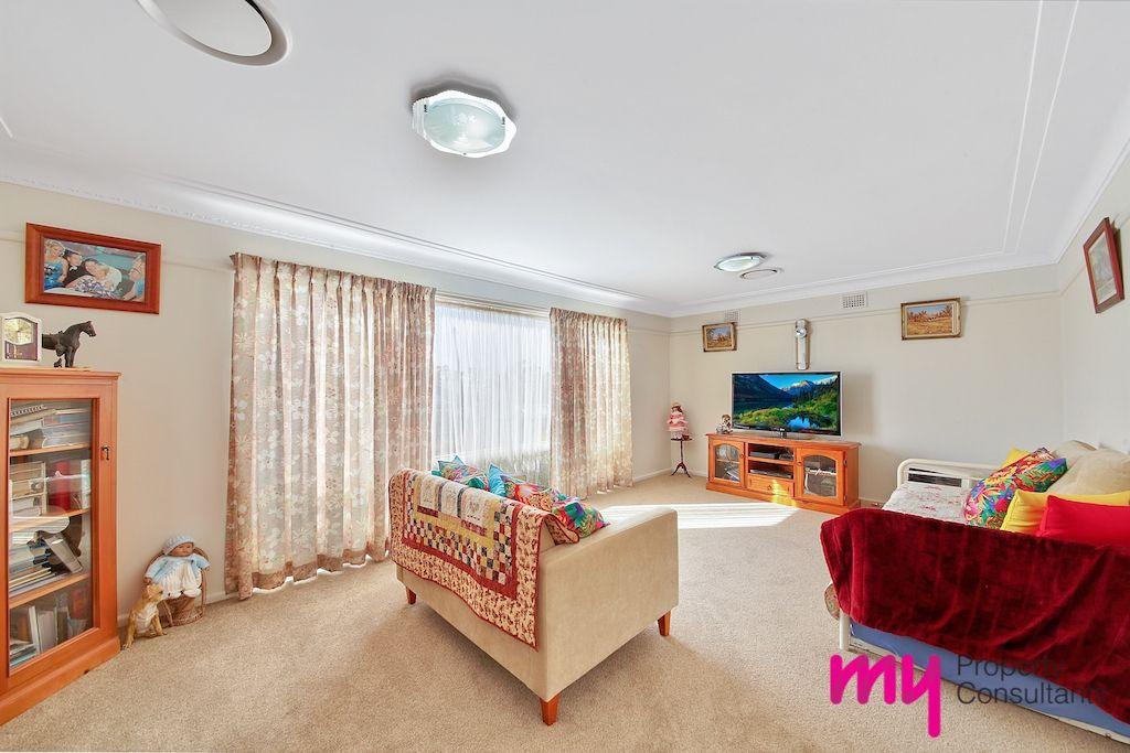9 Macquarie Avenue, Camden NSW 2570, Image 2