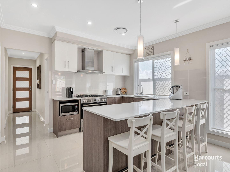 19 Mount Ballow Street, Park Ridge QLD 4125, Image 2