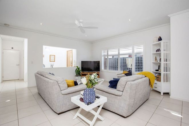 Picture of 1/3 Sandown Avenue, BUNDALL QLD 4217