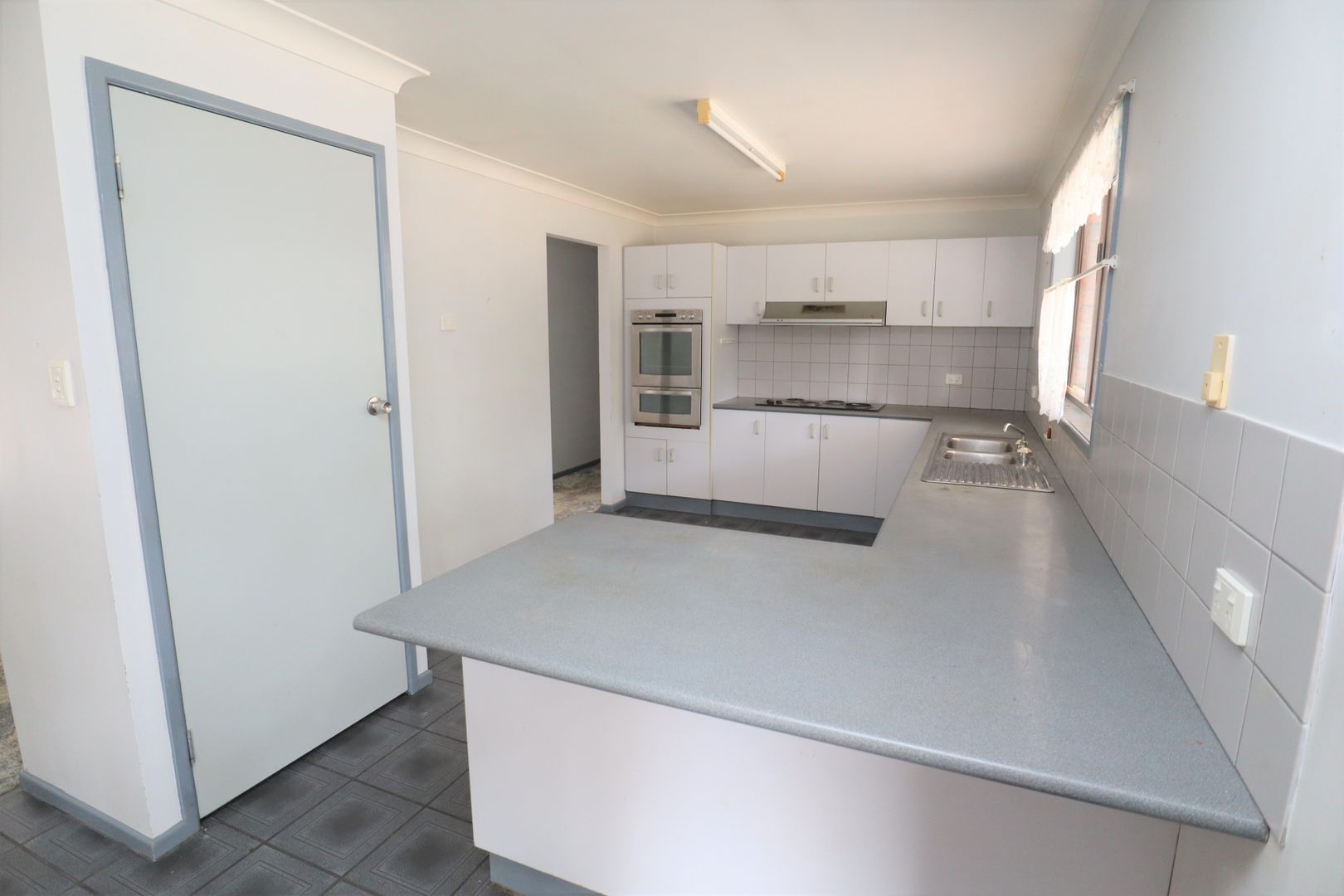 6 Bond Court, Kensington Grove QLD 4341, Image 2