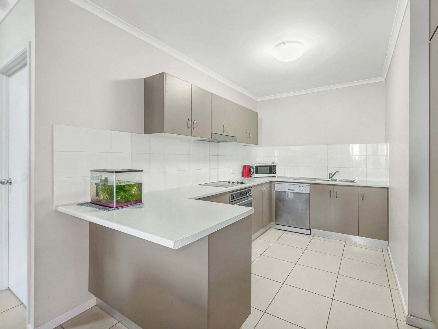 218/92 Digger Street, Cairns North QLD 4870, Image 2