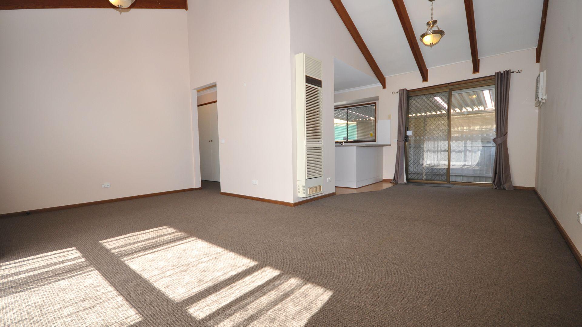 1/581 Webb  Street, Lavington NSW 2641, Image 1