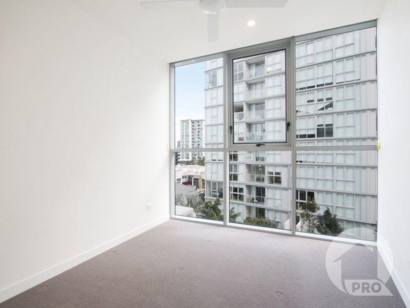 10709/88 Doggett Street, Newstead QLD 4006, Image 2