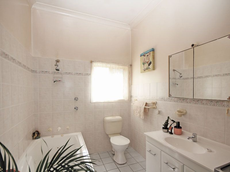1 & 2/34 Ash Street, Soldiers Point NSW 2317, Image 2