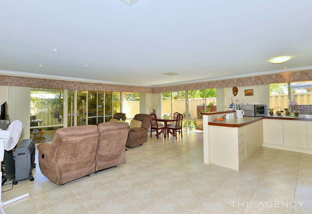 1/4 Medford Court, Meadow Springs WA 6210, Image 2