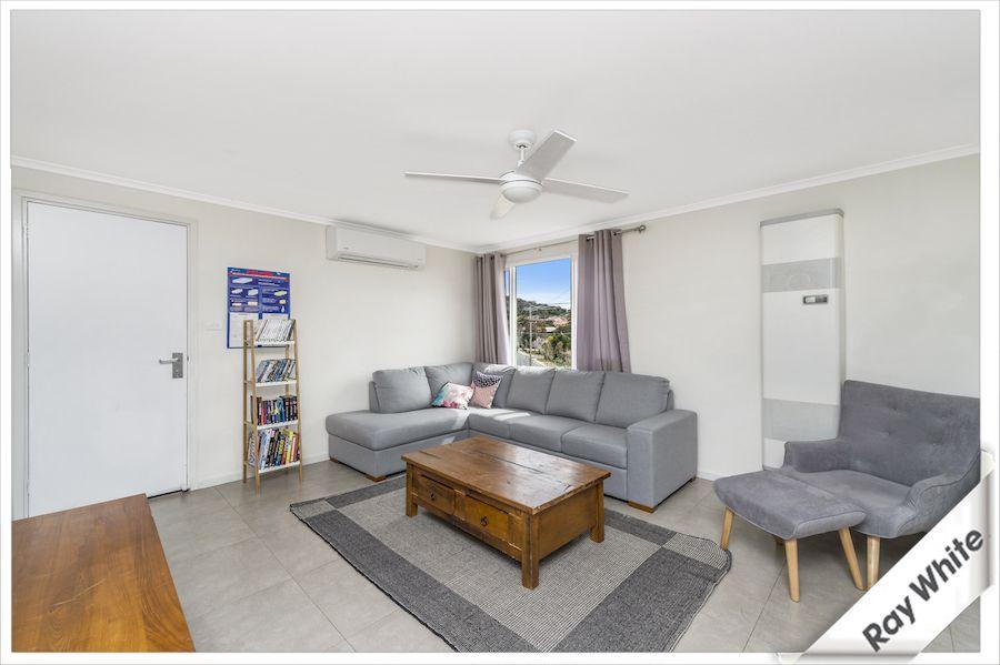 14 Banksia Crescent, Karabar NSW 2620, Image 2