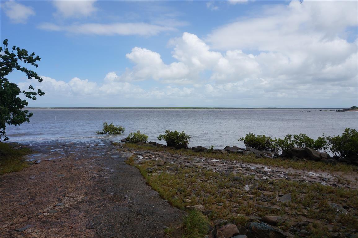 54 Davison Rd, Wilson Beach QLD 4800, Image 2