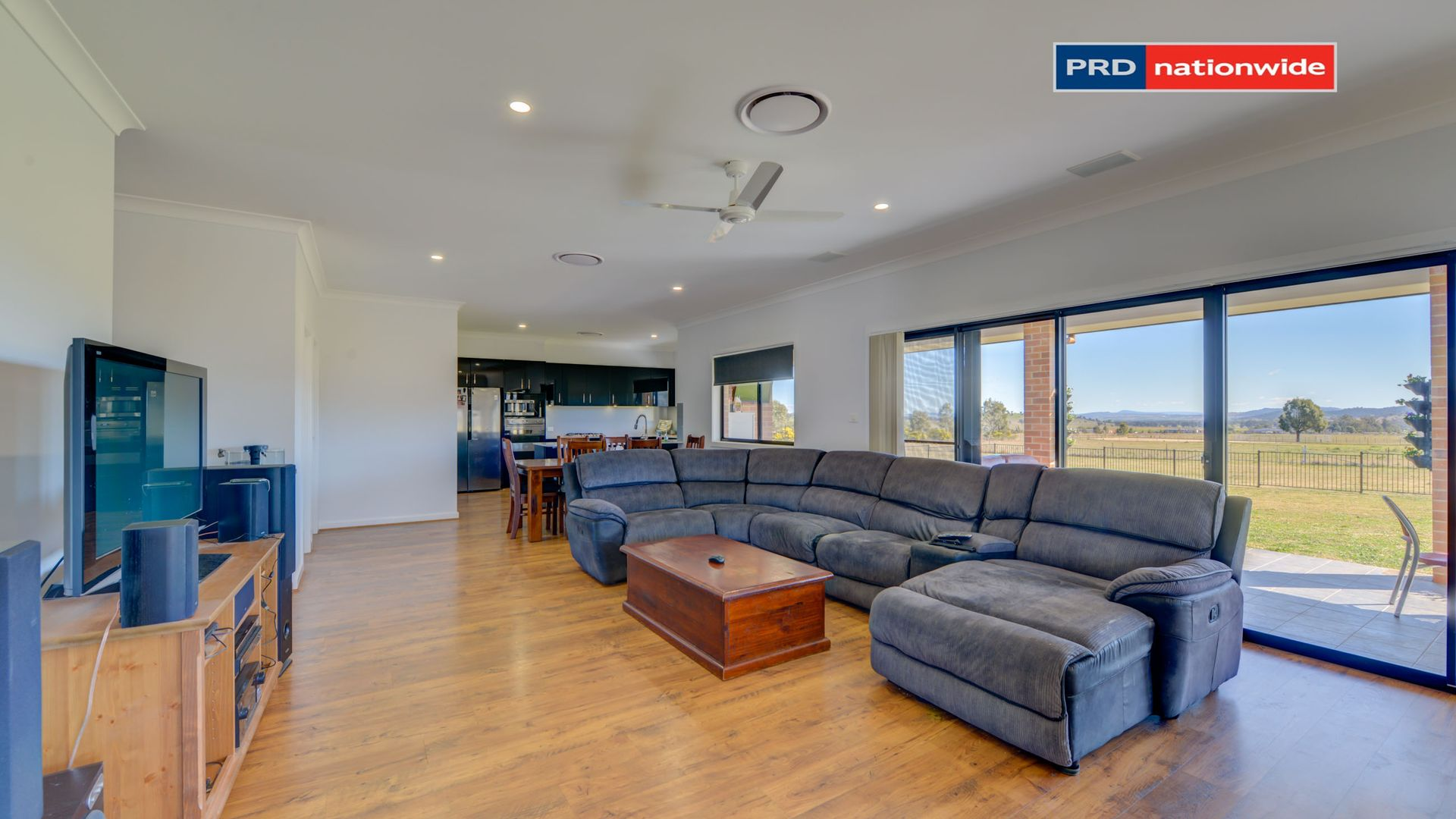 18 Horseshoe Place, Tamworth NSW 2340, Image 2