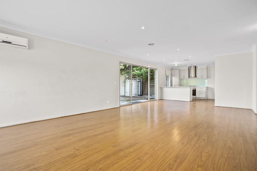 2/11 Bernhardt Ave, Hoppers Crossing VIC 3029, Image 0