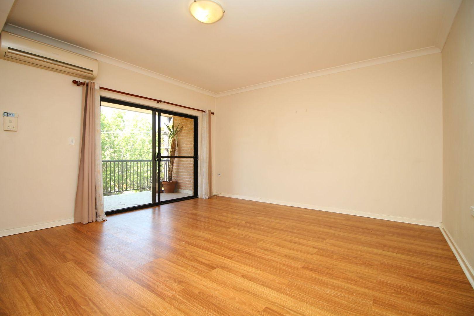 4/1 Barden Street, Northmead NSW 2152, Image 0
