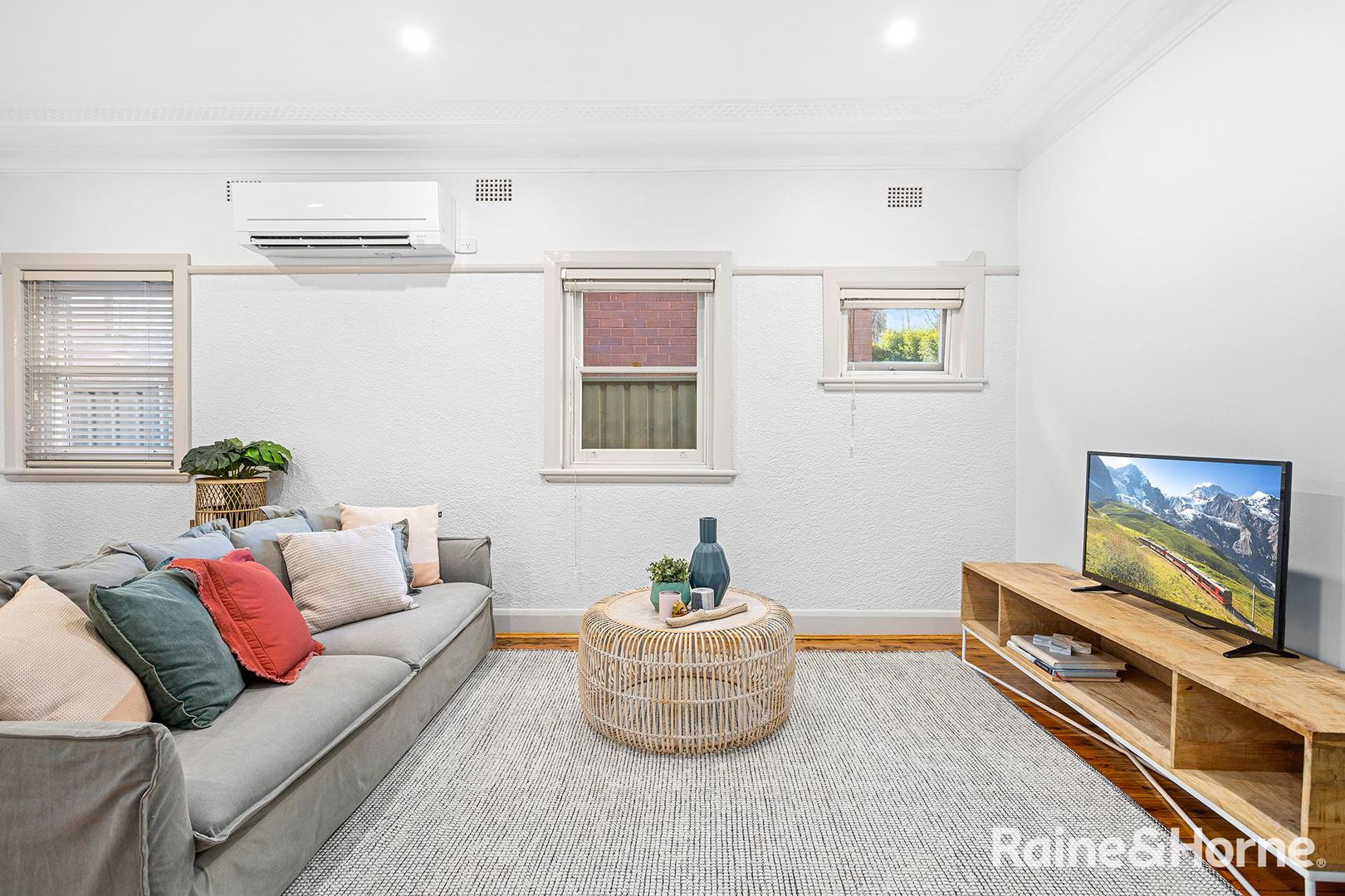 15 Edgehill Street, Carlton NSW 2218, Image 2