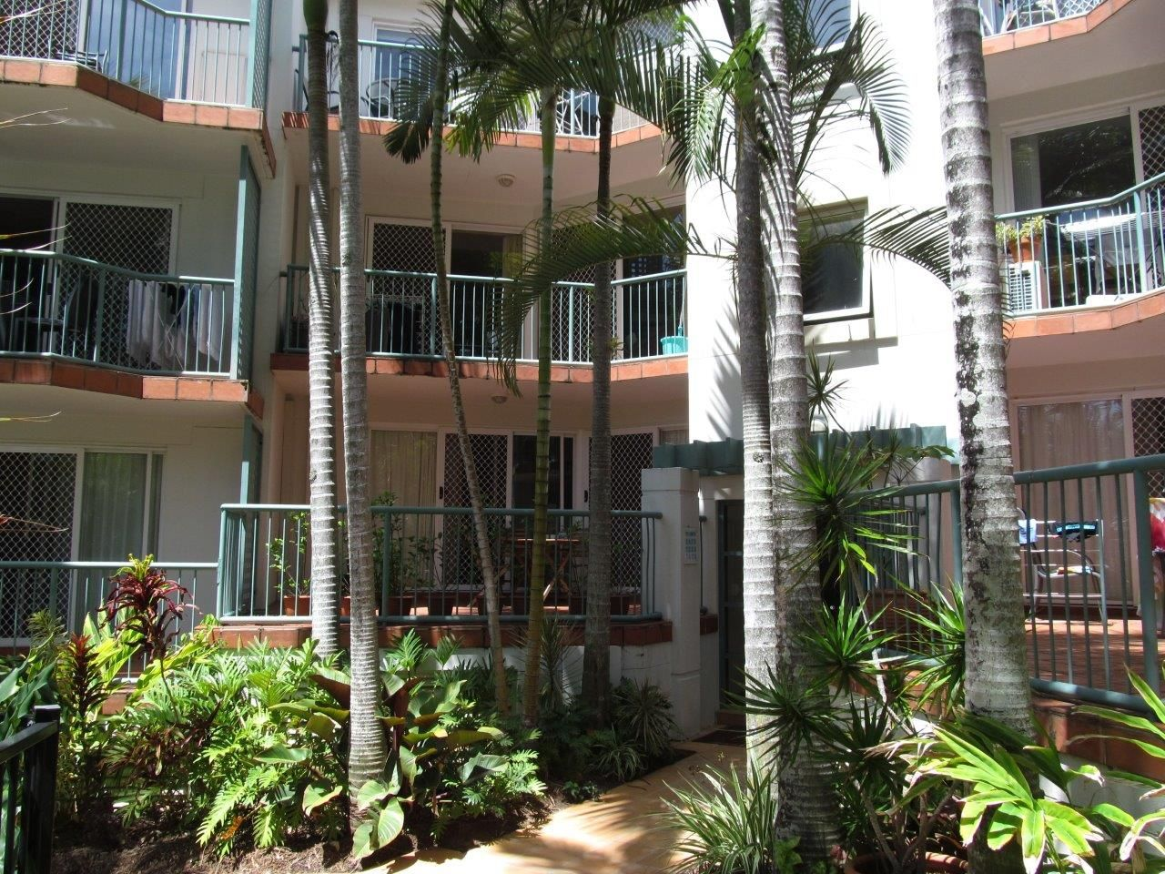 24/7 Redondo Av, Miami QLD 4220, Image 2