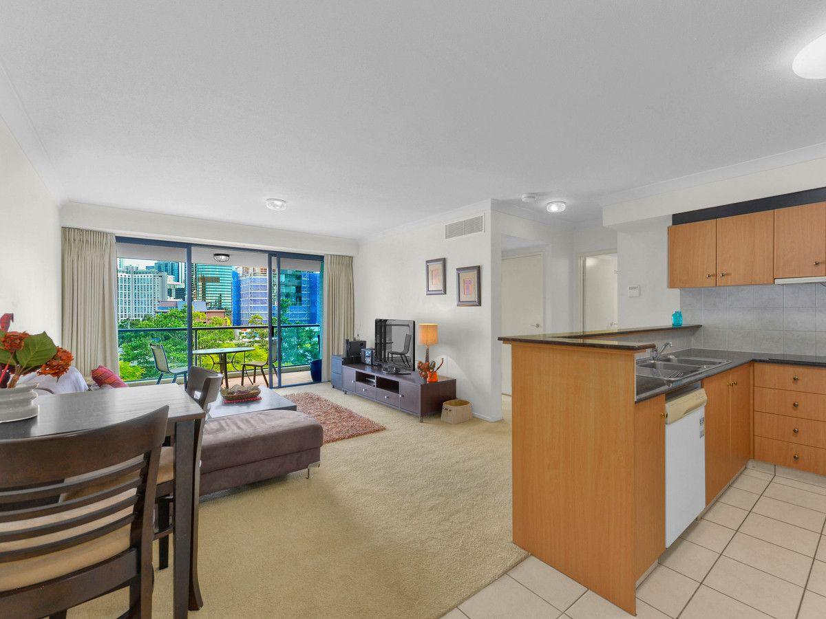 40/45 Deakin Street, Kangaroo Point QLD 4169, Image 2