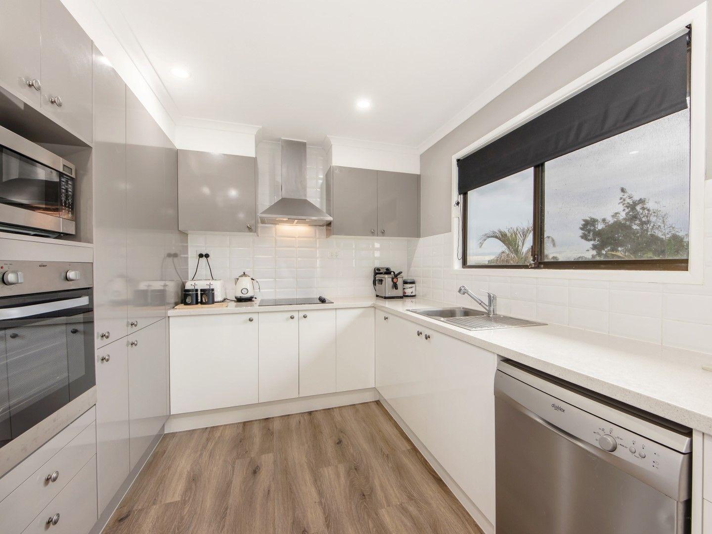 12 Farrell Drive, Walloon QLD 4306, Image 2