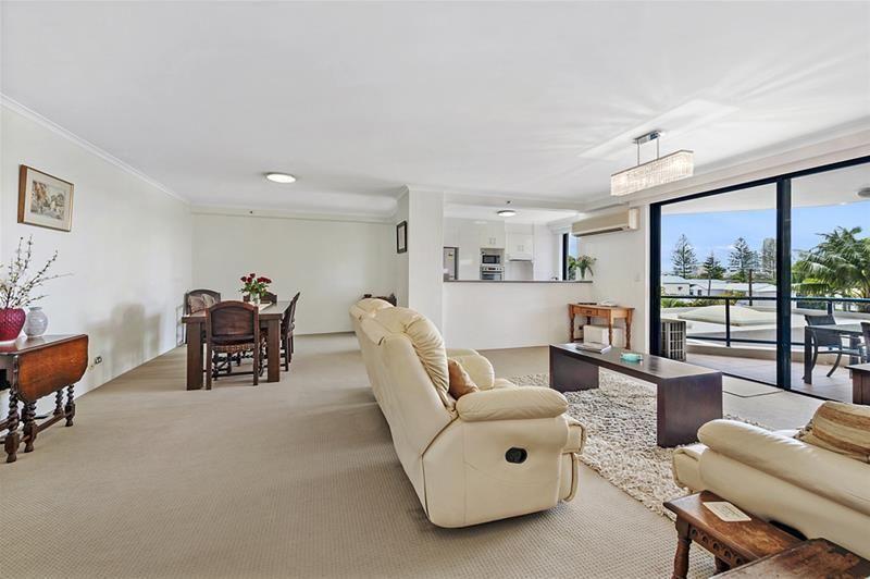 'THE WARATAH' 22 Montgomery Avenue, Main Beach QLD 4217, Image 2