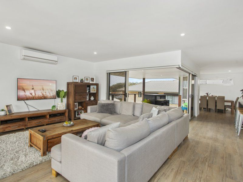 12 Greenview Drive, Hallidays Point NSW 2430, Image 2