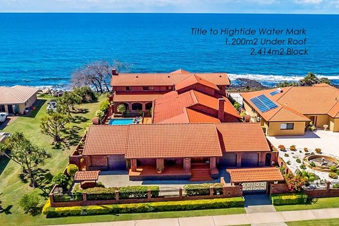 Picture of 54 Barolin Esplanade, CORAL COVE QLD 4670