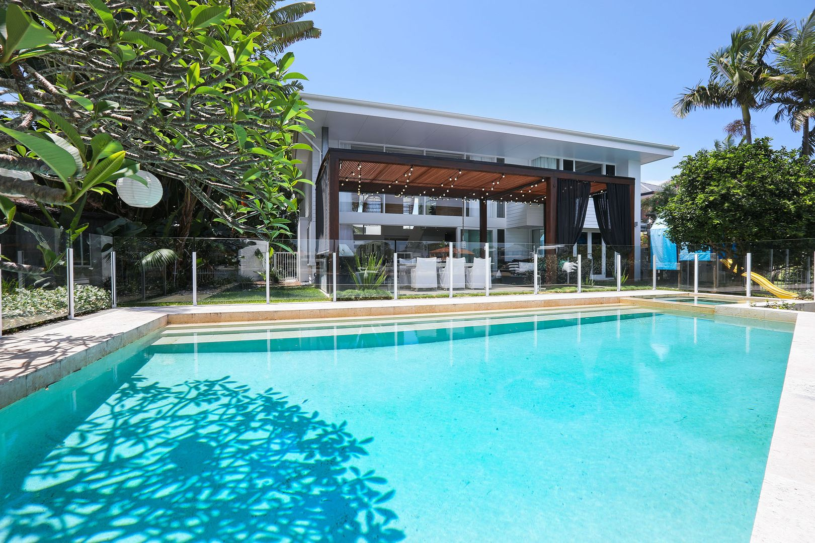 32 Naples Avenue, Isle Of Capri QLD 4217, Image 2