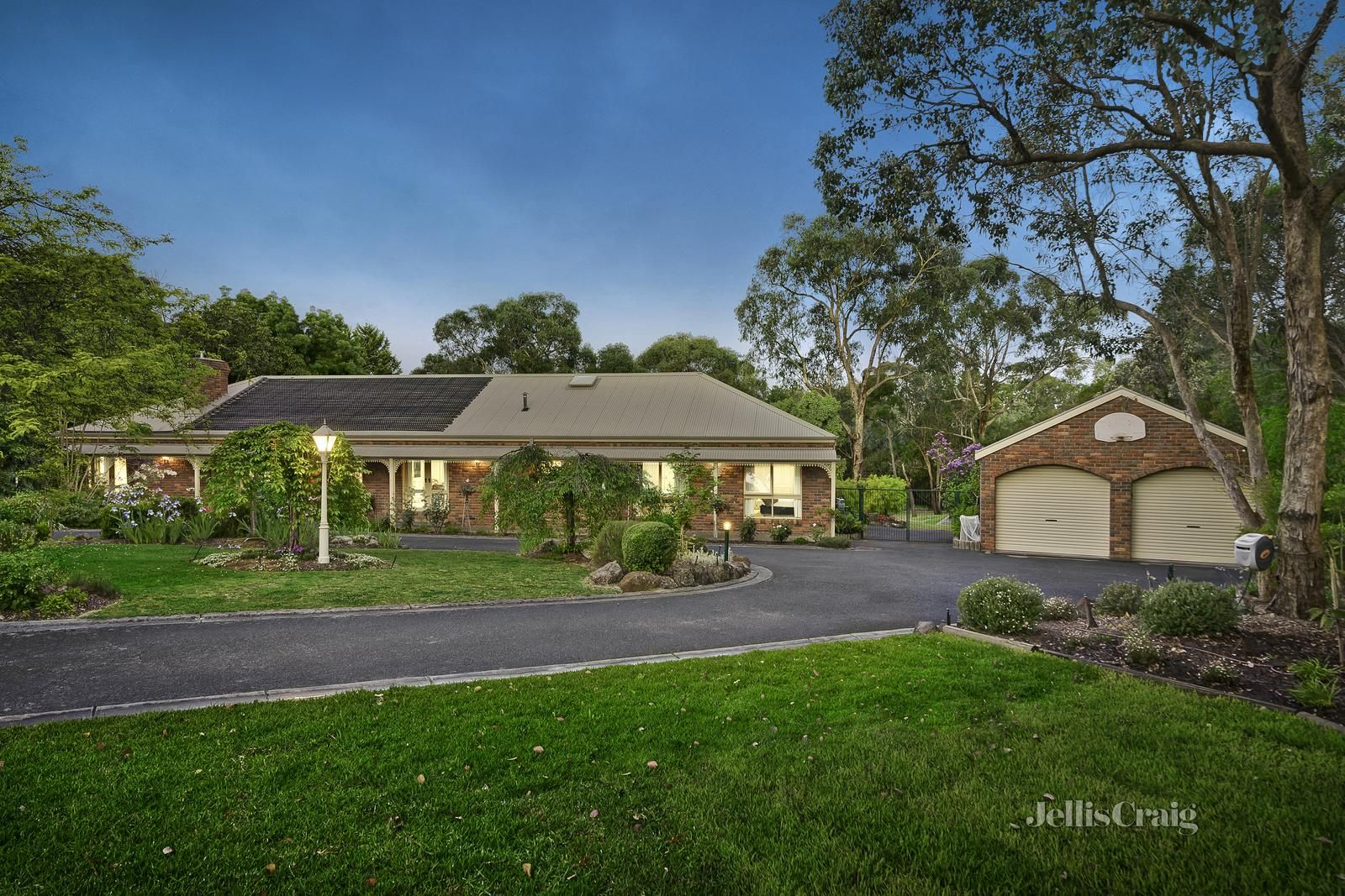 3 Yeoman Court, Park Orchards VIC 3114, Image 0