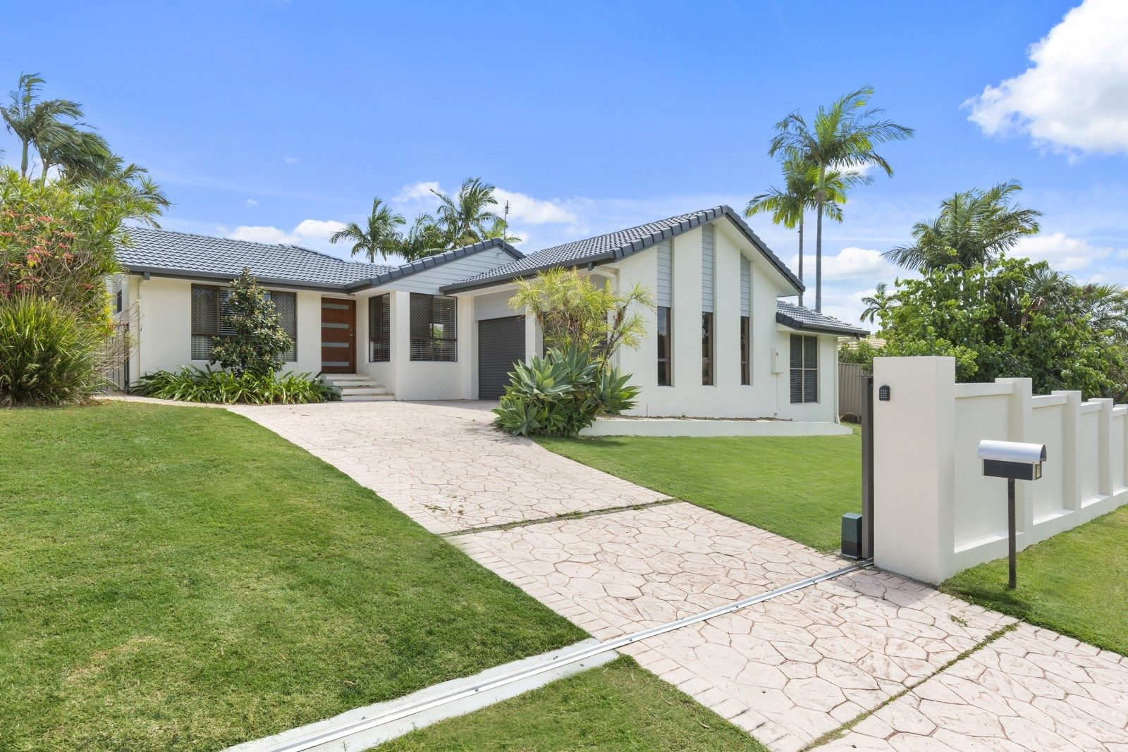 19 Whitehead Drive, Burleigh Waters QLD 4220, Image 0