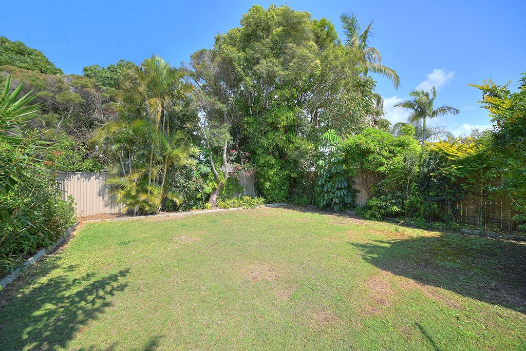 102 Chainey Avenue, Miami QLD 4220, Image 2