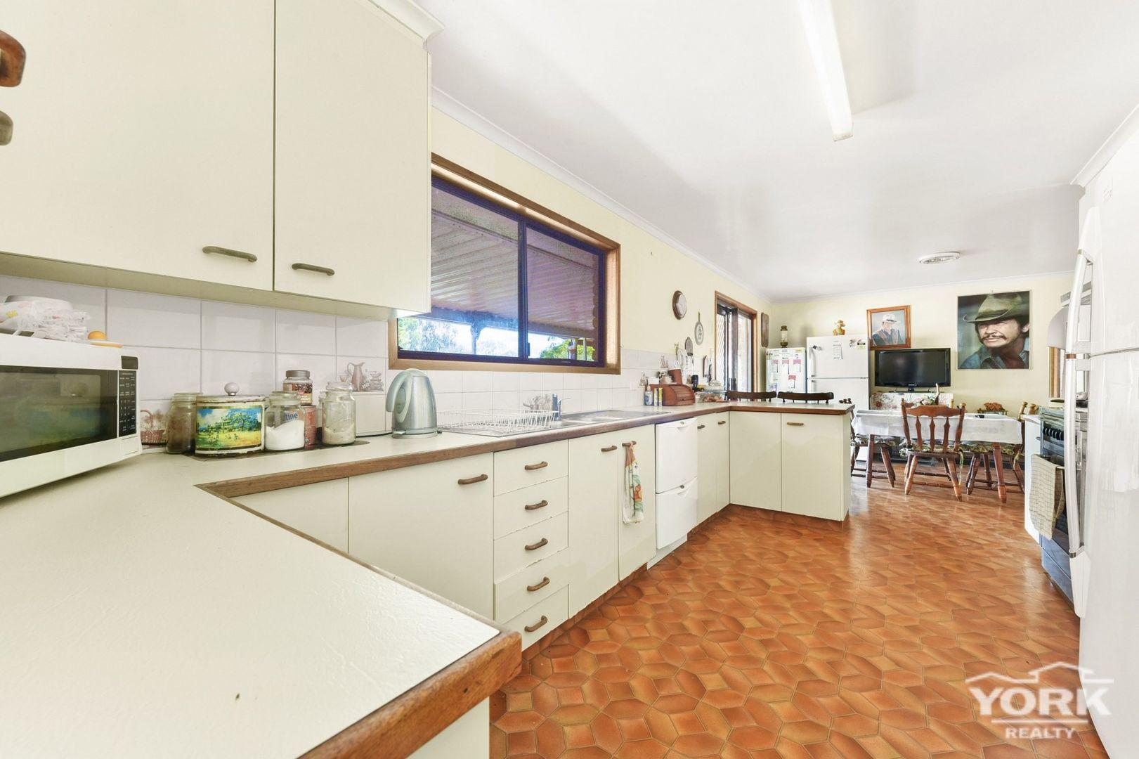 794 Boundary Street, Glenvale QLD 4350, Image 2