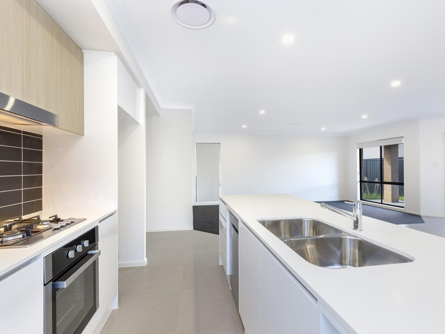 8 Mannes Road, Gledswood Hills NSW 2557, Image 0