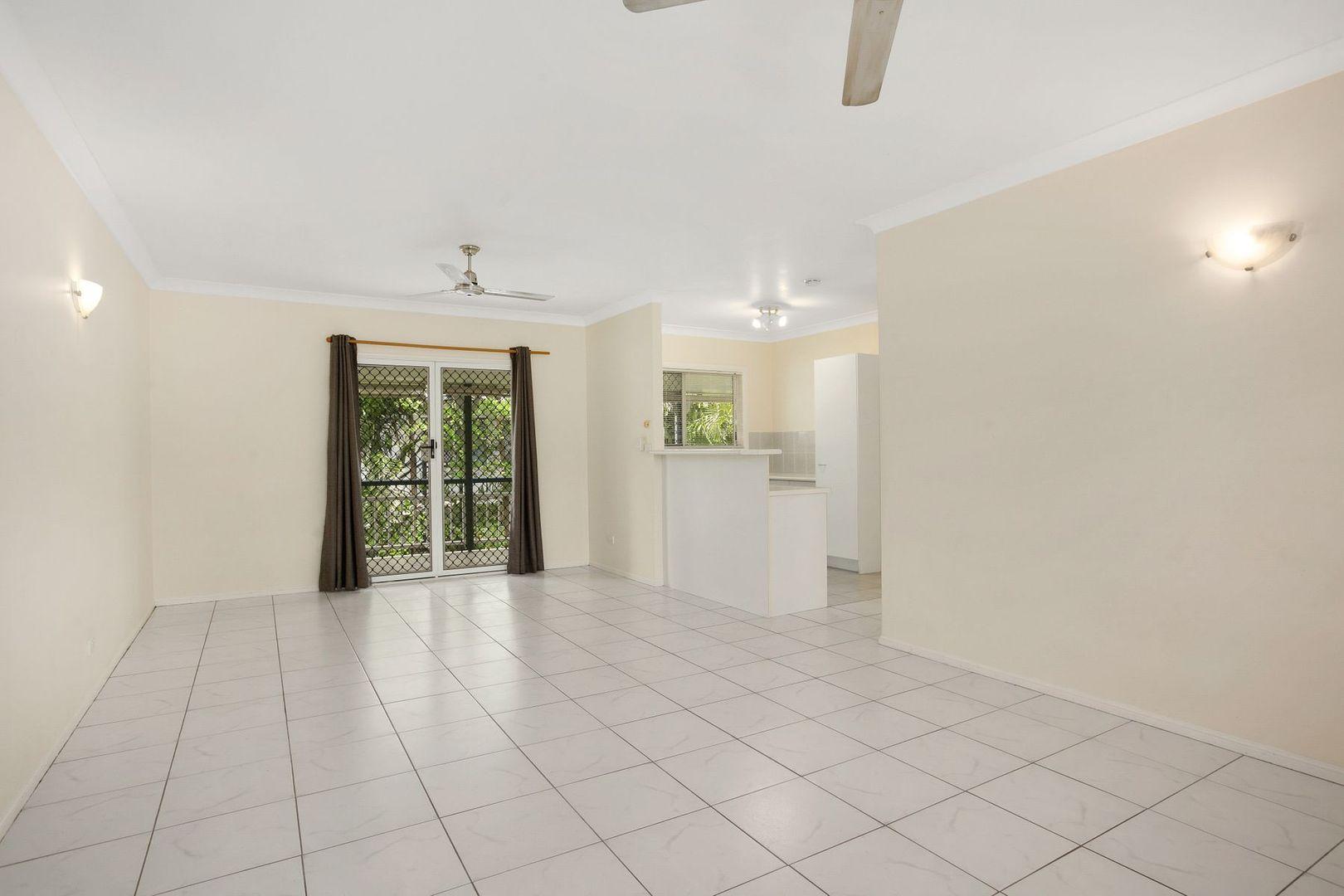 9/15-17 Springfield Crescent, Manoora QLD 4870, Image 2