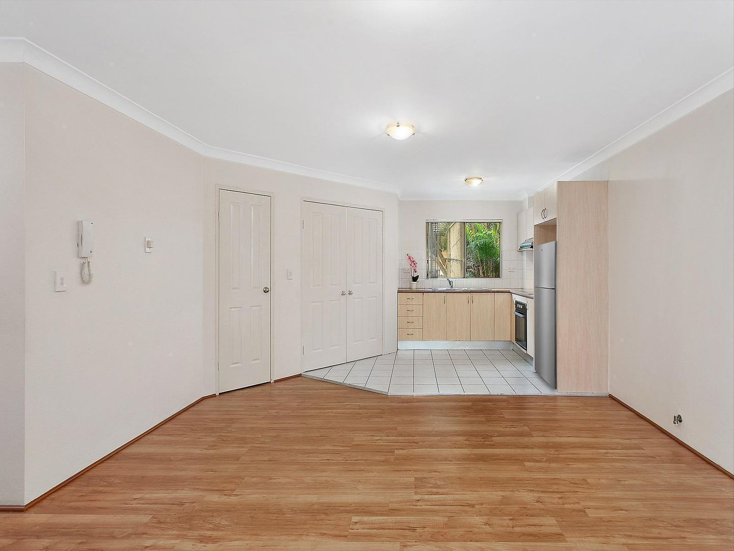 1 WEEKS RENT FREE 9/ Central Coast Highway, West Gosford NSW 2250, Image 1