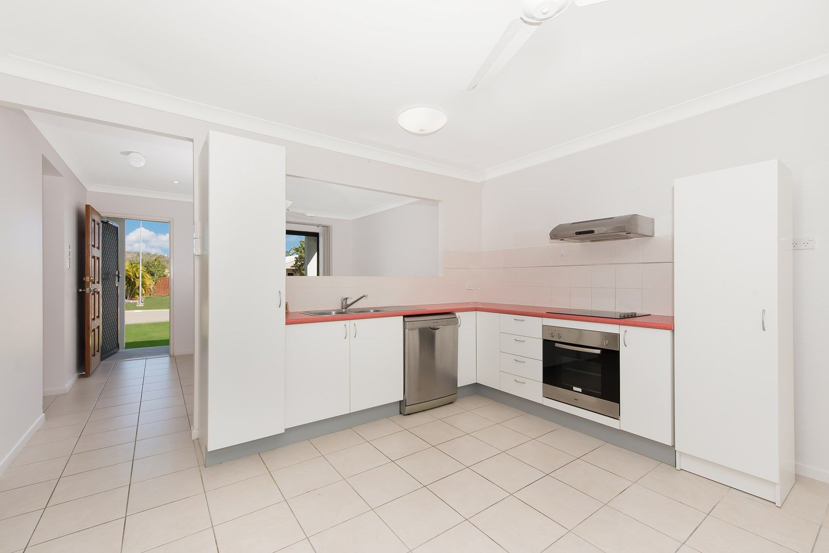 36 Gatwick Street, Burdell QLD 4818, Image 2