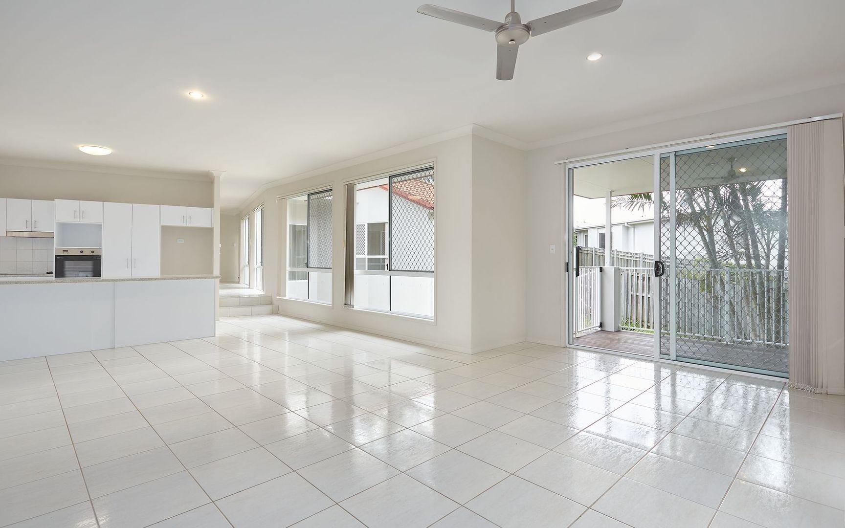 18 Lennox Street, Pacific Pines QLD 4211, Image 1