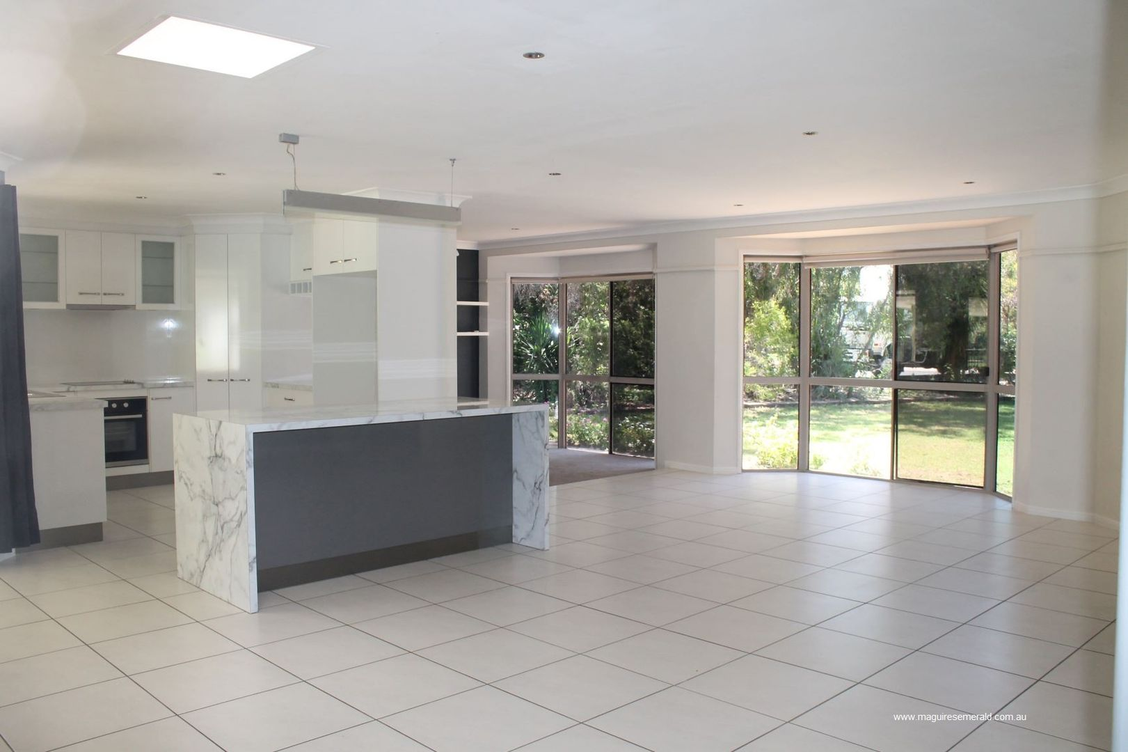 16 Batavia Court, Emerald QLD 4720, Image 2