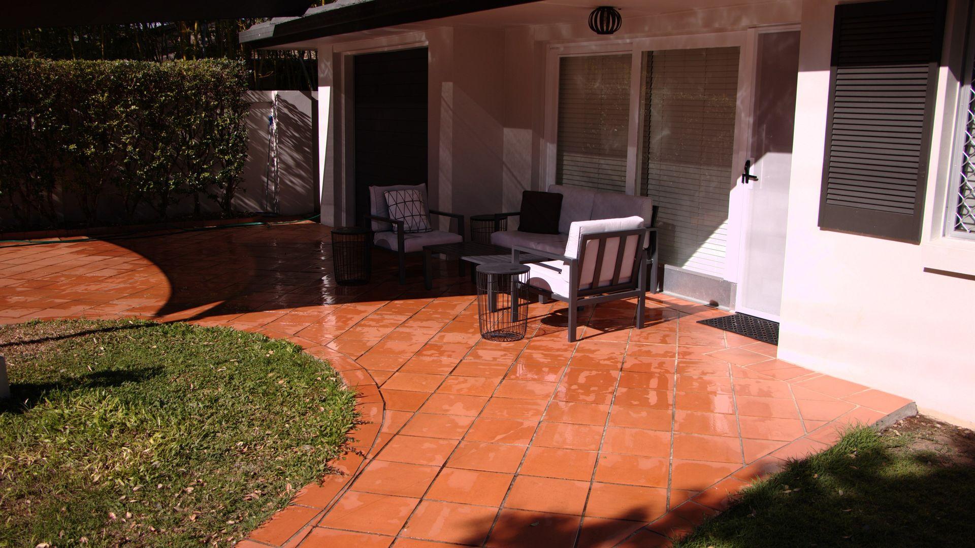 72 Monaco Street, Broadbeach Waters QLD 4218, Image 2