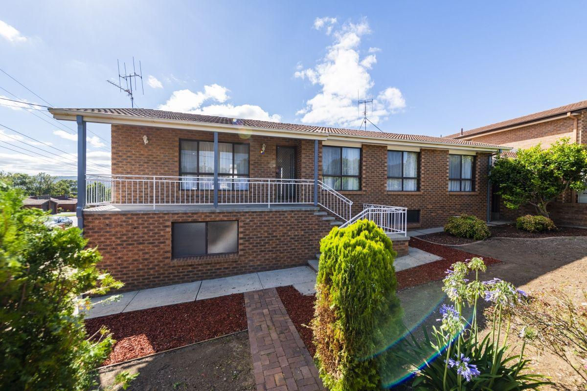 18 Hakea Street, Queanbeyan NSW 2620, Image 0