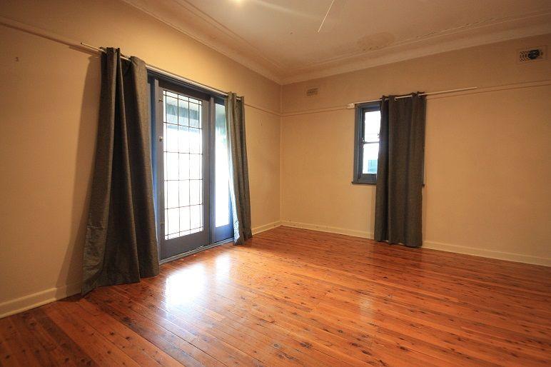 10 Macquarie Rd, Ingleburn NSW 2565, Image 2