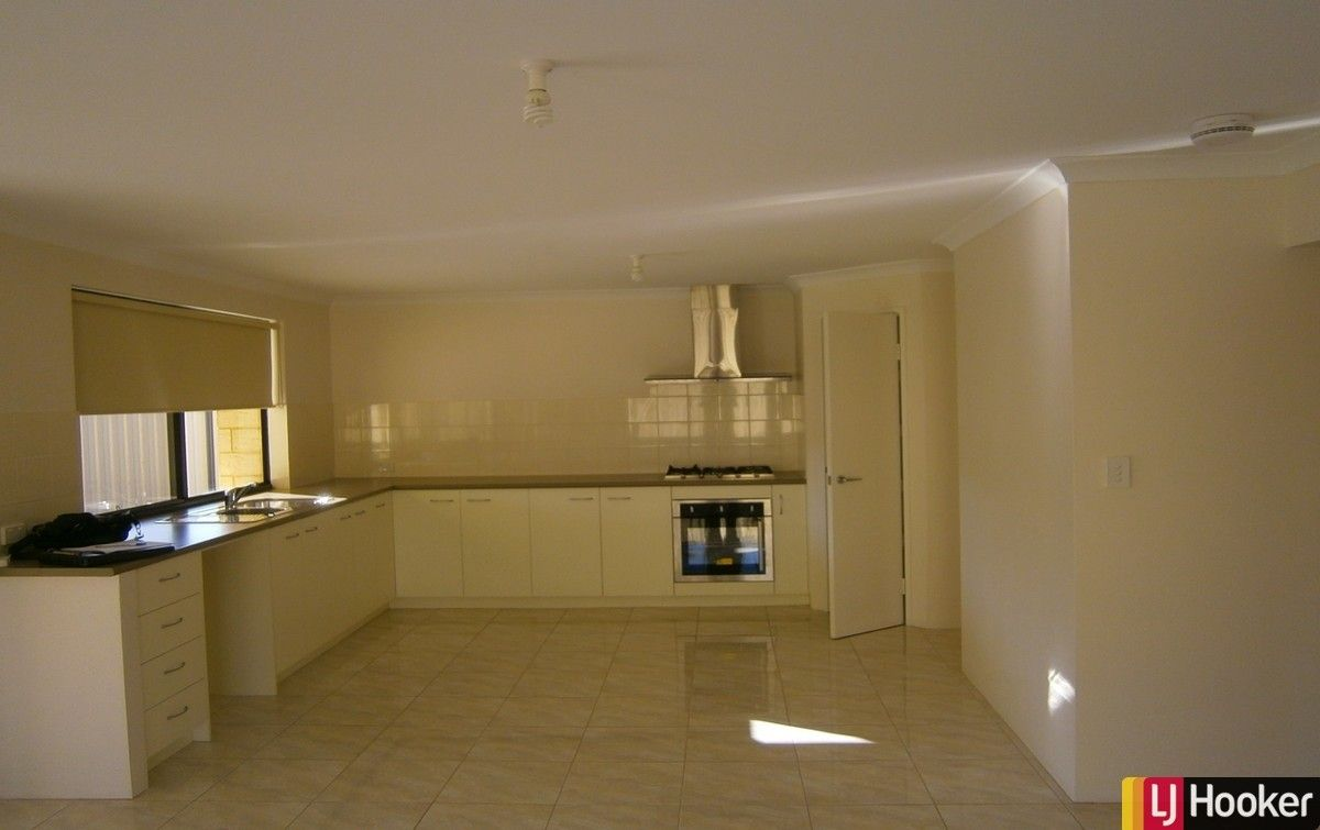 32B Guillardon Terrace, Madora Bay WA 6210, Image 2