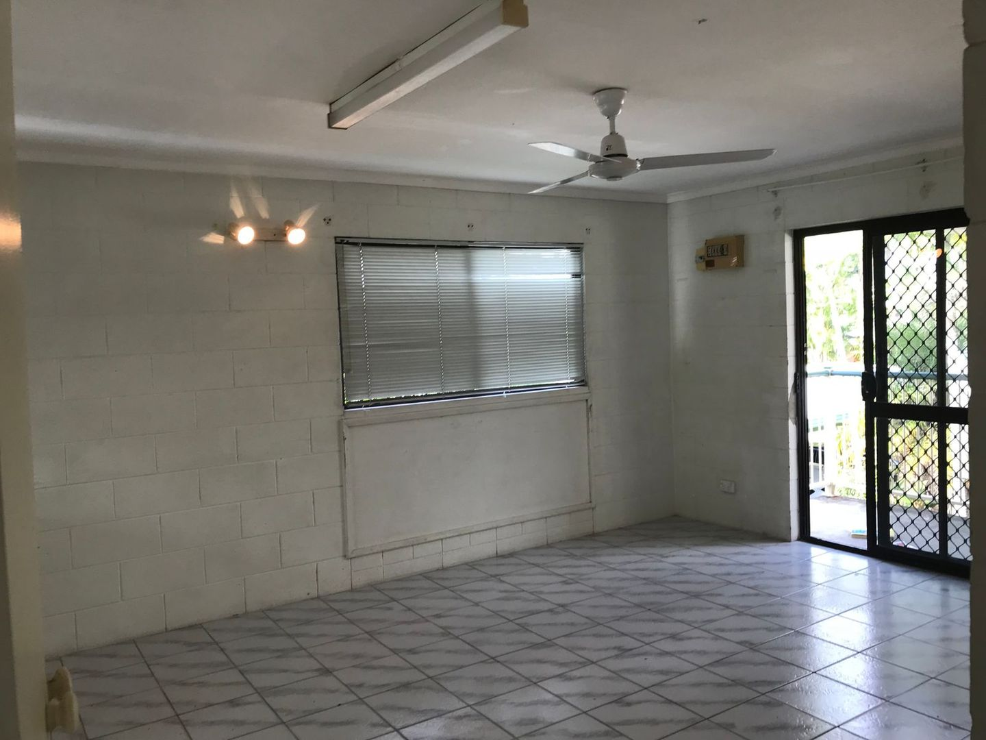 18/235 McLeod Street, Cairns North QLD 4870, Image 2
