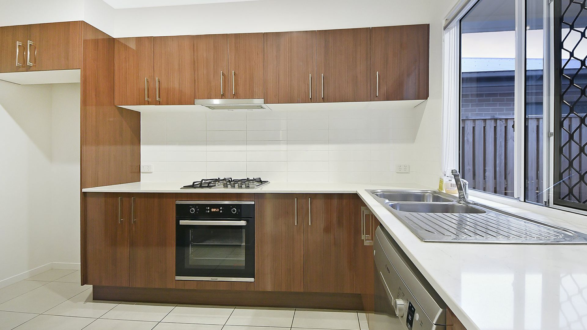 136 Mt Kaputar Avenue, Fitzgibbon QLD 4018, Image 2