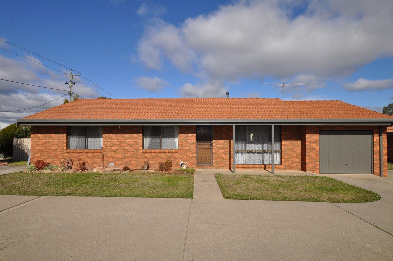 1/581 Webb  Street, Lavington NSW 2641, Image 0