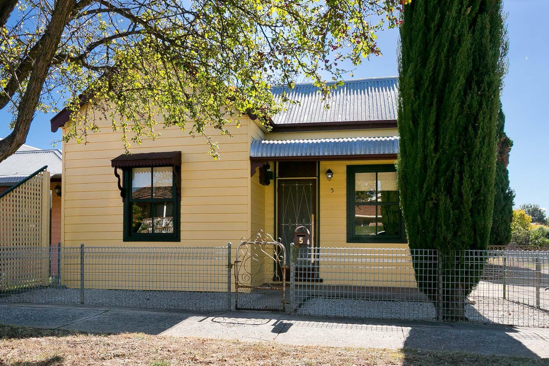 5 Surveyor Street, Queanbeyan NSW 2620, Image 0
