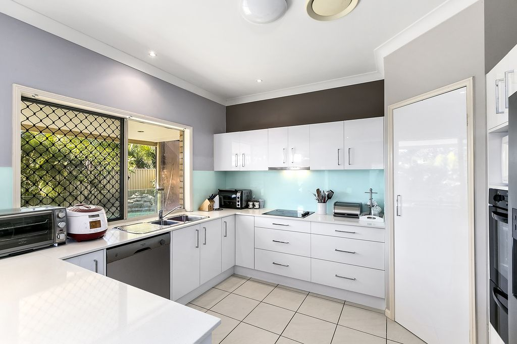 171 Crestwood Drive, Molendinar QLD 4214, Image 2